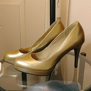 ⭐Christian Siriano For Payless Gold Pumps